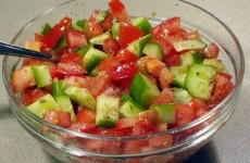 Salade met tomaat en komkommer