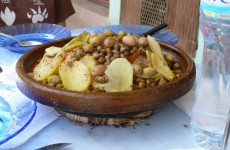Tajine met oker en aardappelen